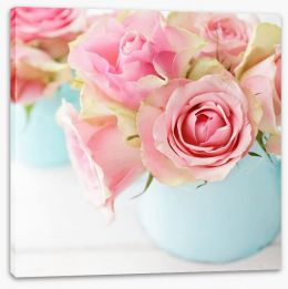 Pink roses in a vase Stretched Canvas 81815237